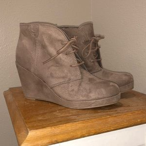 NWOT wedge shoes